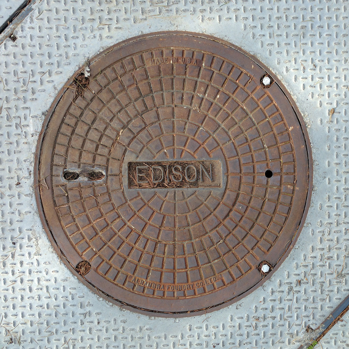 Edison utility cover with brown rust